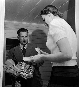 door-to-door-salesman-vintage-3322808-1